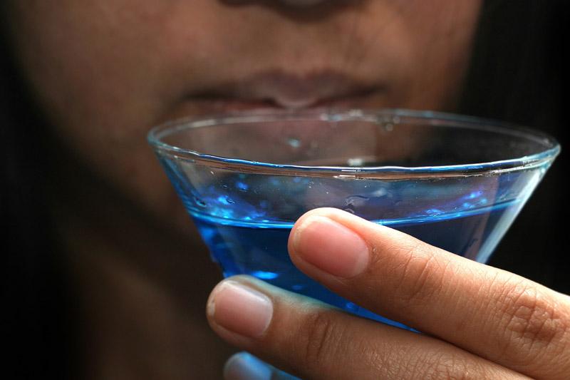 آبی شدن روهینول در مایعات